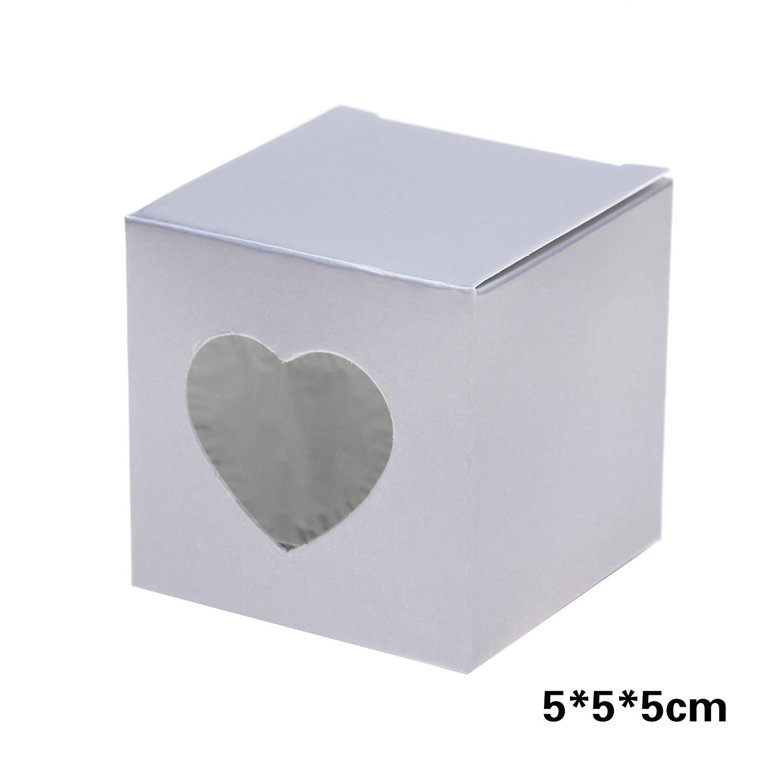 קופסאות קרטון כסופות עם חלונית לב שקופה