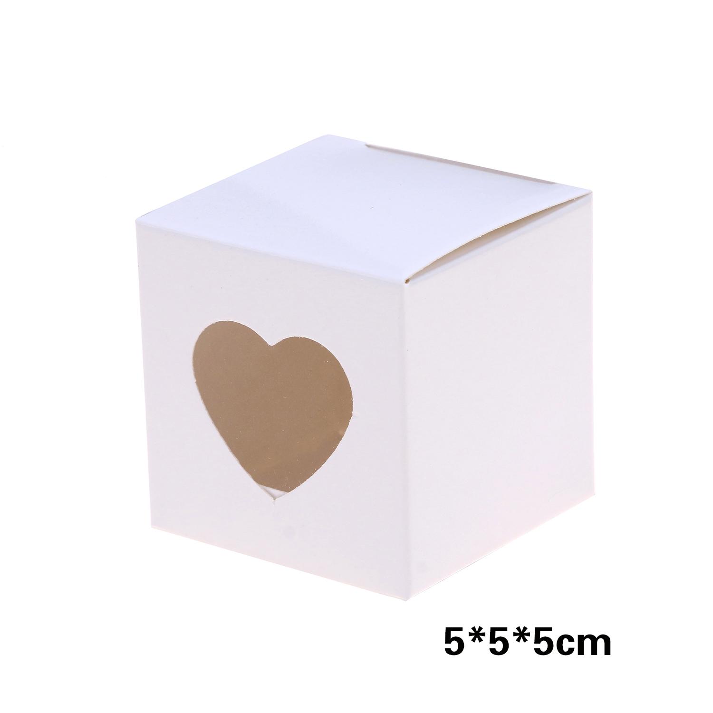קופסאות קרטון לבנות עם חלונית לב שקופה